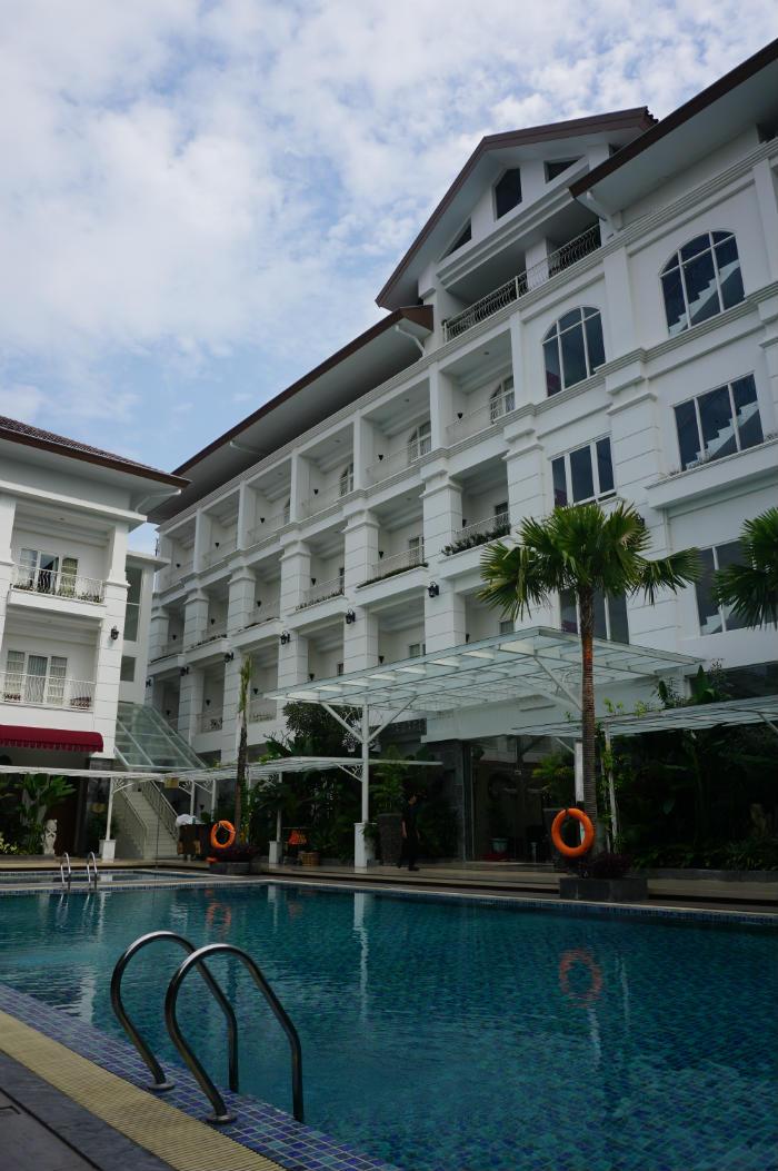 Review gallery prawirotaman hotel yogyakarta discover your indonesia for Jogja plaza hotel swimming pool