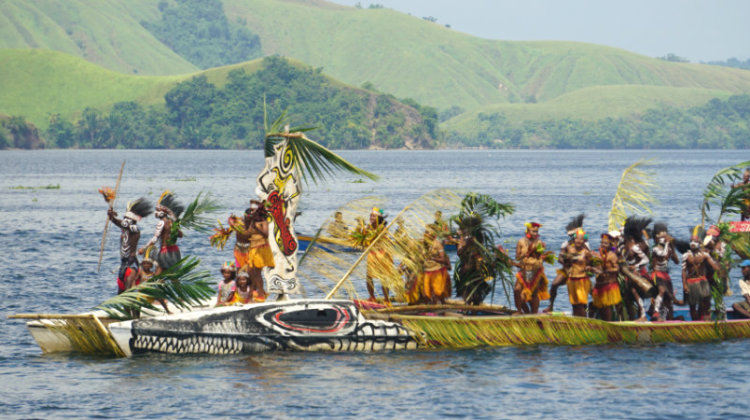 Isolo dance at Sentani lake festival 2015