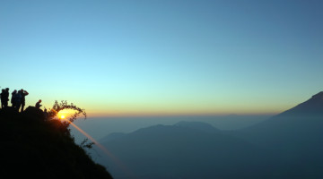sunrise at sikunir hill wonosobo