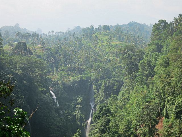 Air Terjun Pemuatan sekumpul waterfall