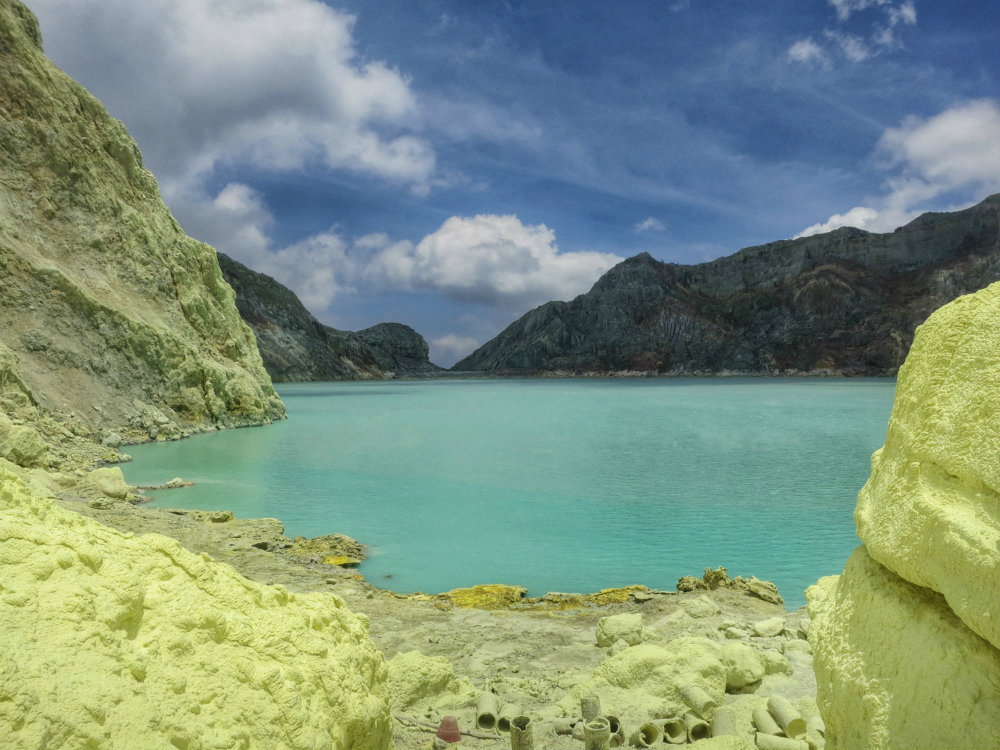 down to ijen crater  (1)
