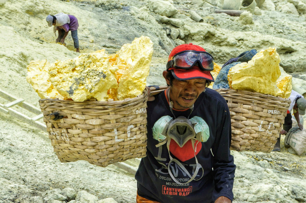 down to ijen crater  (6)