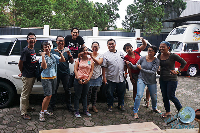TravelNBlog team at WhateverResto
