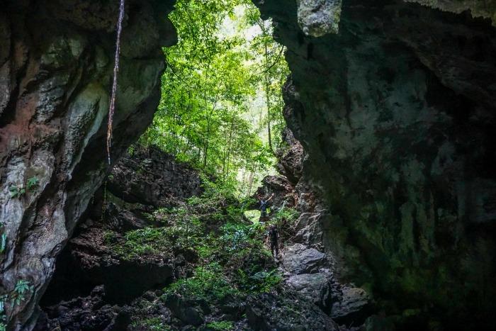 caves-towards-toakala-lake